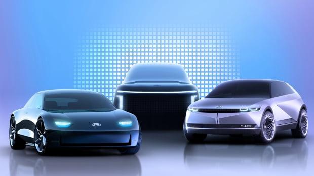 현대자동차가 내년부터 전용 플랫폼(e-GMP)을 기반으로 개발한 차세대 전기차를 잇따라 내놓는다. 왼쪽부터 아이오닉6·7·5 이미지. 현대차 제공.
