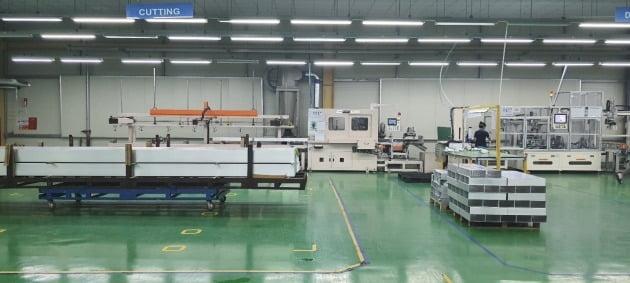 알루코 베트남 공장의 생산라인.