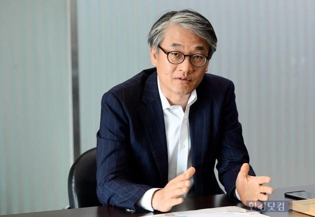 김종철 멕아이씨에스 대표가 현재 인공호흡기의 수출 현황에 대해 설명하고 있다. (사진 = 변성현 기자)