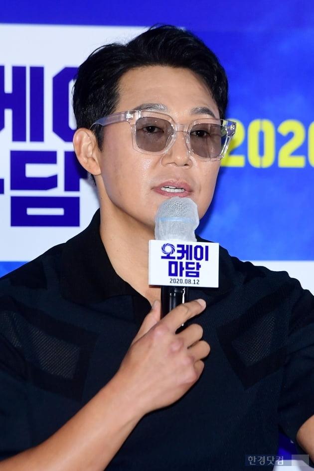 [포토] 박성웅, '선글라스는 포기 못 해'