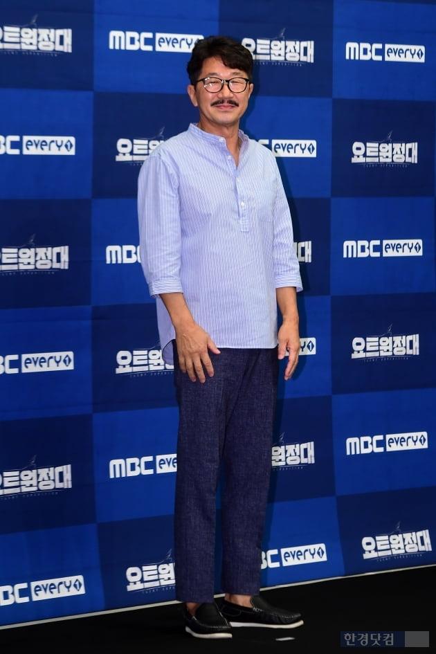 [포토] 김승진 선장, '어색한 포토타임~'