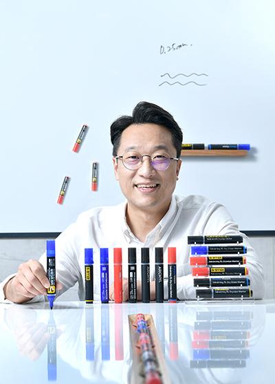 [부산디자인진흥원 육성 스타트업] 손에 묻지 않고 날리지 않는 신개념 보드마커 개발한 '제이케이테크'