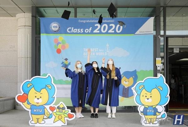 '이제는 졸업식도 비대면' 코로나19로 대면 행사 취소, '언택트 졸업식'하는 대학들