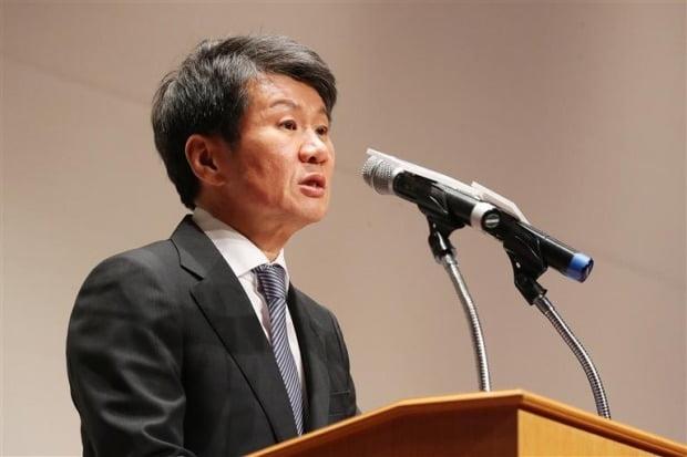 한국 산업 은행 이동걸 회장과 HDC 정몽규 그룹 회장이 26 일 아시아나 항공 M & A 전쟁에 대한 최종 논의를 갖는다. 사진 = 연합 뉴스