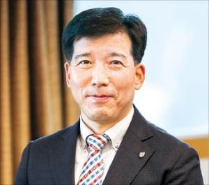 """이해우 동아대 신임 총장 """"기업이 원하는 실무중심 인재 배출하겠다"""""""