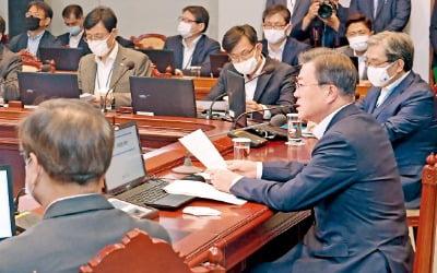 """청와대 참모 일괄사표…통합당 """"직 대신 집 택했다"""""""