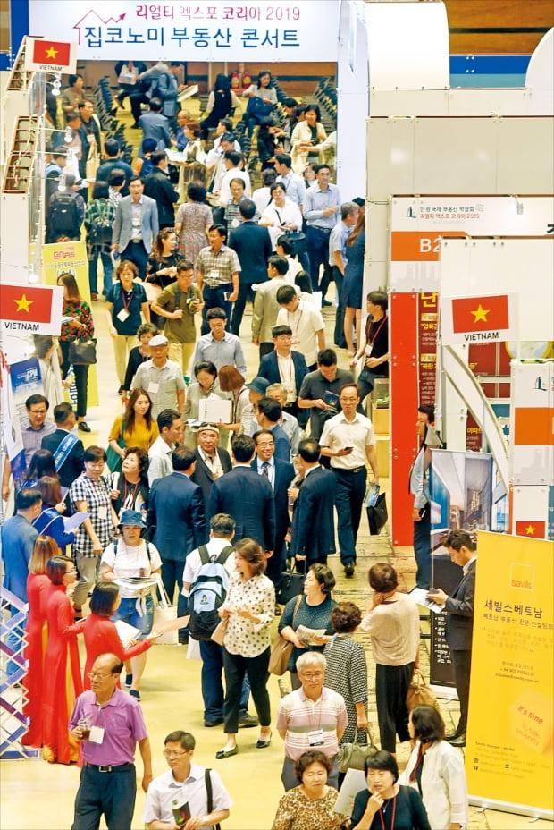 지난해 열린 국내 최대 규모의 국제 부동산 박람회 '리얼티 엑스포 코리아(REK) 2019' .  한경DB