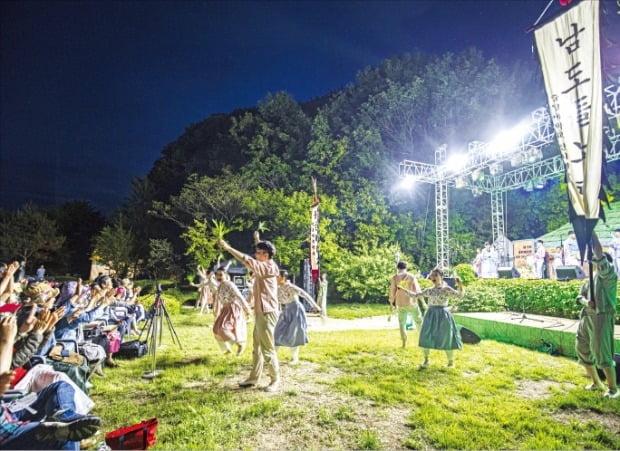 전북 남원 비전마을에서 열린 동편제마을 국악 거리축제 모습.  /현대차 정몽구 재단 제공