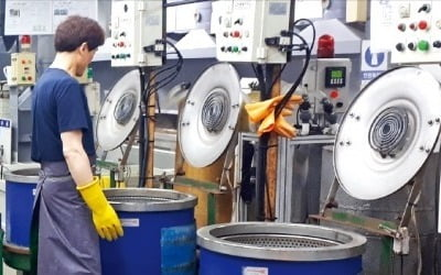 """""""범죄자 될 바엔 차라리…"""" 중소기업들 '비명'"""
