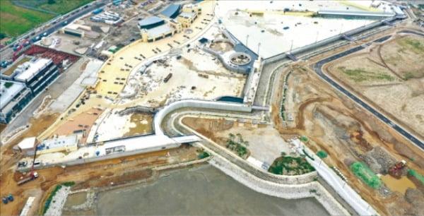 세계 최대 규모의 인공 서핑장이 건립되고 있는 시화MTV 거북섬 해양레저복합단지. 대우건설 제공