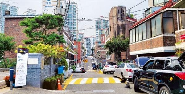 정비사업 일몰제를 적용받아 구역 해제를 위한 주민 공람 중인 서울 마포구 신수2구역 일대.  한경DB