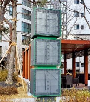 서울 서대문구 래미안 루센티아에 설치된 삼성물산 쿨미스트 분사기.