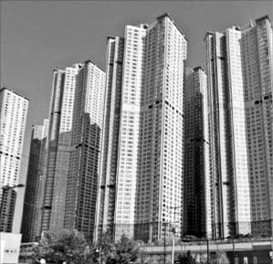 '깡통주택' 걱정 일산두산위브…규제후 오히려 신고가 속출