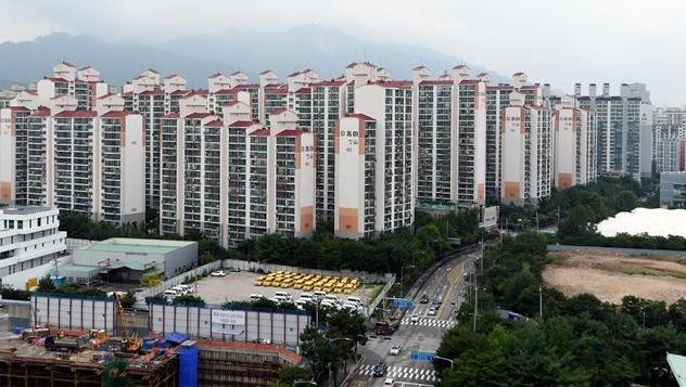 지난 11일 서울 도봉구에서 처음으로 9억원에 매매 거래된 창동 동아청솔아파트. 허문찬기자 sweat@hankyung.com