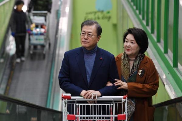 문재인 대통령과 김정숙 여사. 사진=청와대사진기자단.