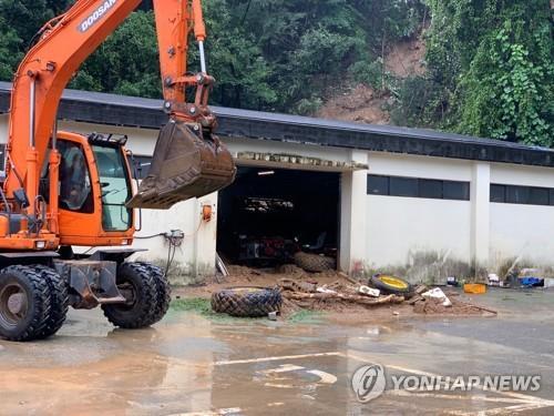 중부 6일째 폭우피해 속출…의암댐서 경찰정 등 3척 전복