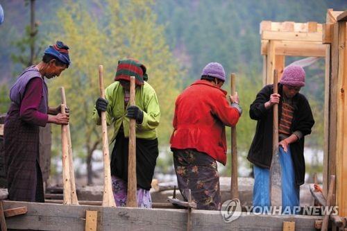 히말라야 소국 부탄, 슈퍼전파자 발생 우려에 '첫 전국봉쇄'