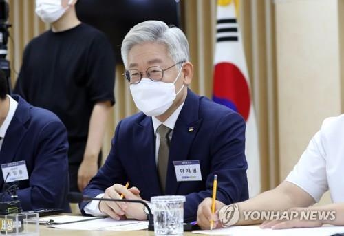 이재명 '외연 넓히기' 나서나…윤건영 등 초청 남북관계 좌담회