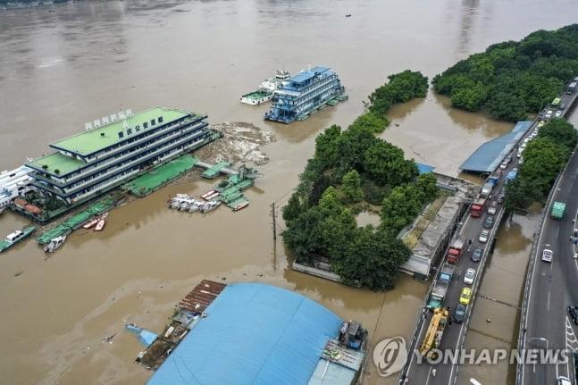 중국 샨샤댐 수문 10개 개방…사상 최대 방류 물폭탄