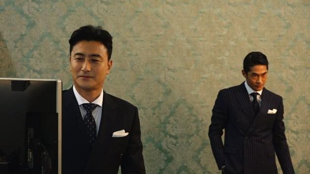 '위대한 배태랑' 속 배정남, 안정환이 함께한 화보 촬영장./ 사진=JTBC 제공