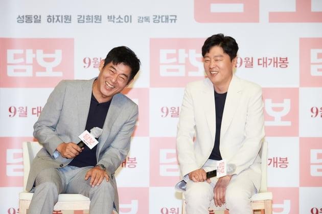 영화 '담보'의 성동일과 김희원./ 사진제공=CJ엔터테인먼트