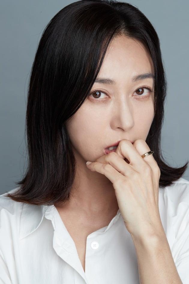 tvN 드라마 '사이코지만 괜찮아'에서 괜찮은 정신병원의 수간호사 박행자이자 고문영(서예지 분)의 엄마 도희재 역으로 열연한 배우 장영남. /사진제공=앤드마크