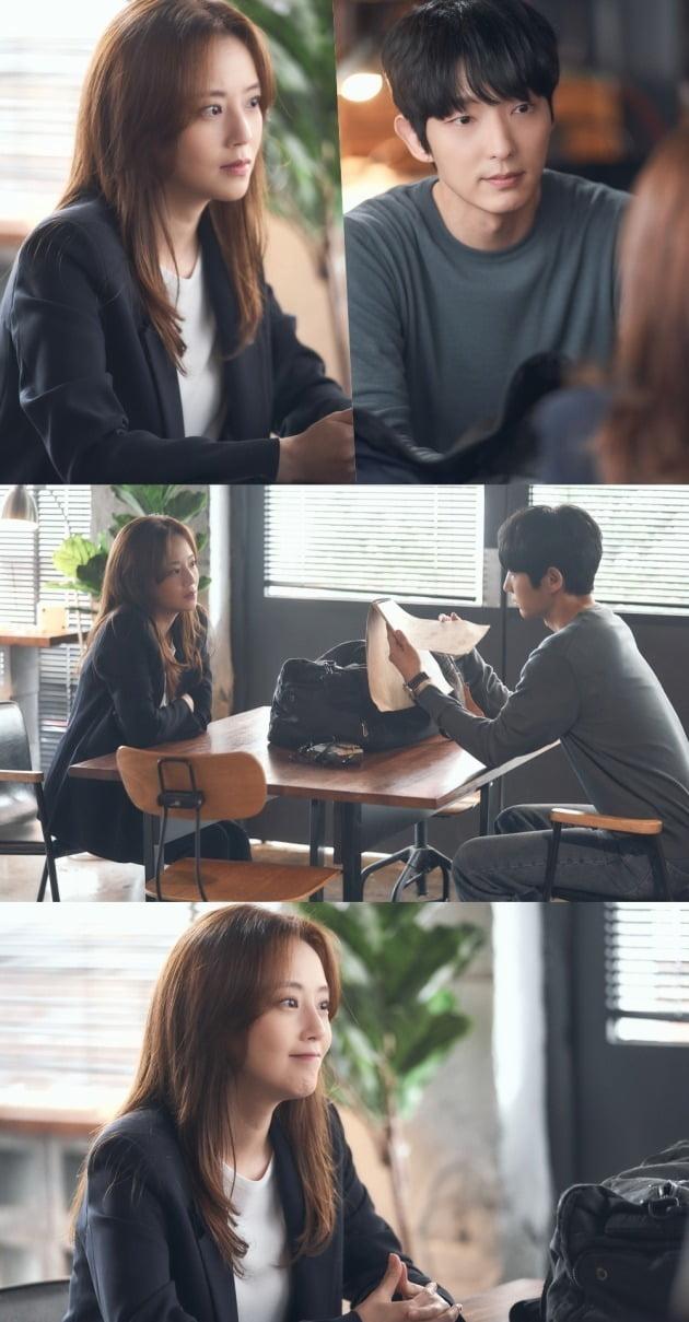 '악의 꽃' 문채원이 이준기의 실체를 의심하면서 두 사람이 심리 탐색전을 벌인다. / 사진제공=tvN