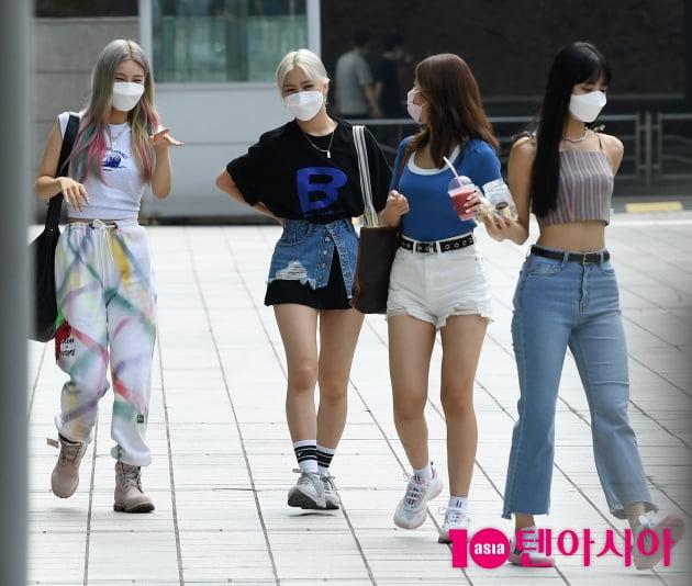 [TEN 포토] 있지 류진-예지-리아-유나 '폭염을 이기는 패션'