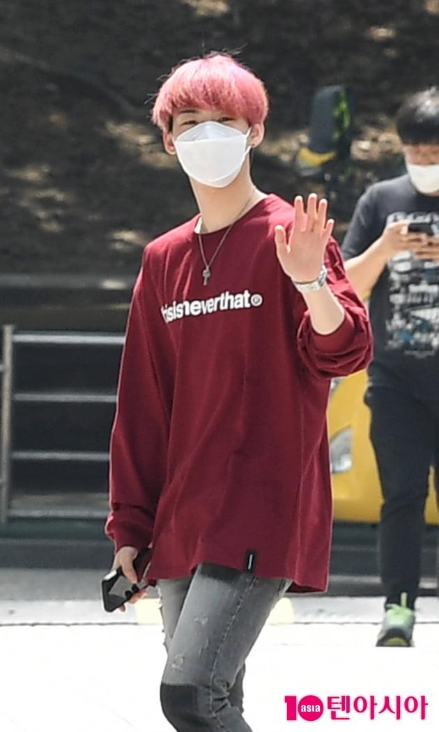 [TEN 포토] 온앤오프 효진 '헤어+의상 깔맞춤'