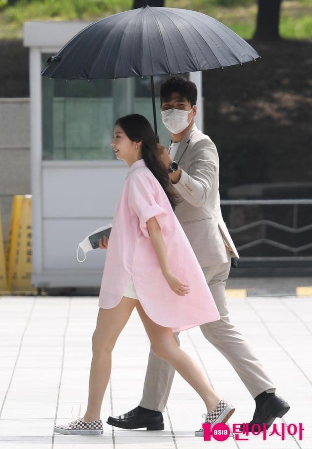 [TEN 포토] 안소희 '뜨거운 태양을 피하는 방법'