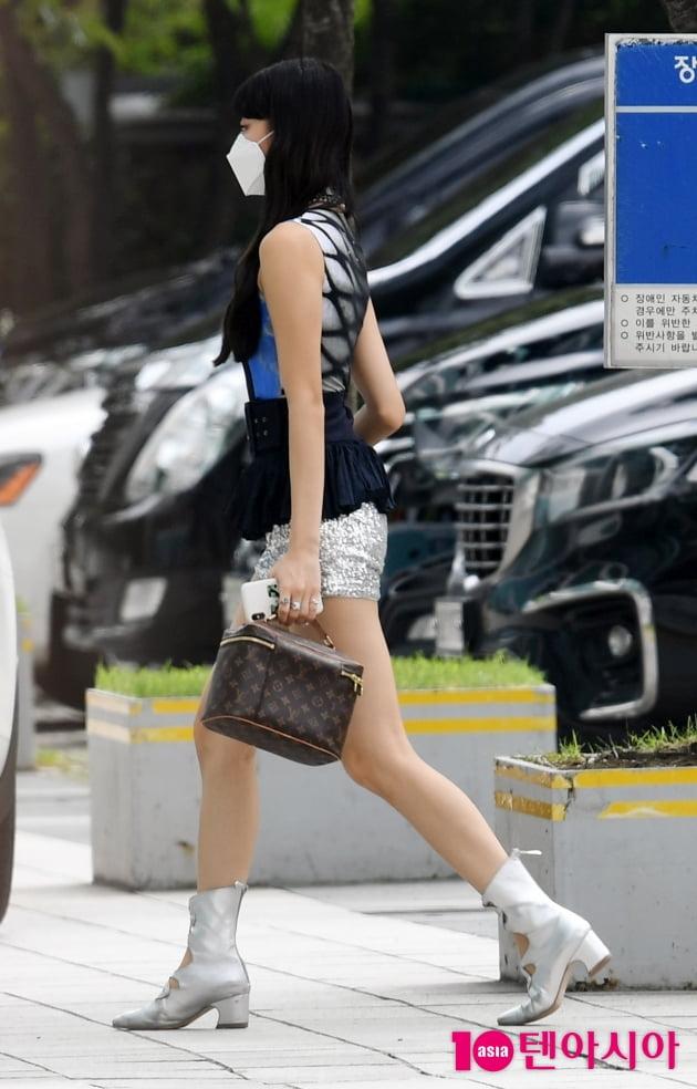 [TEN 포토] 있지 유나 '짧아도 너무 짧은 핫팬츠'