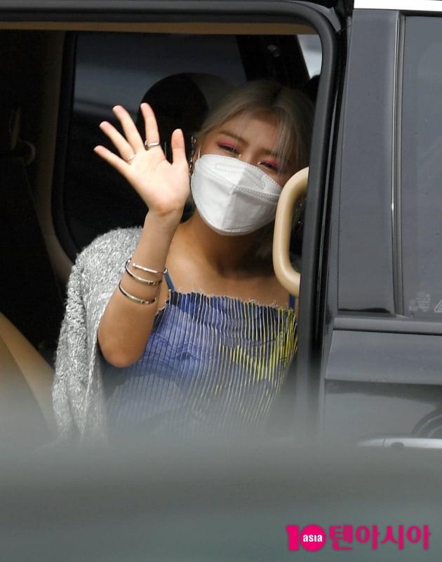 [TEN 포토] 있지 류진 '여러분 안녕~'