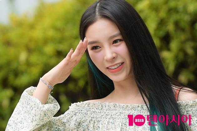 [TEN 포토] CLC 엘키, '각잡힌 경례'