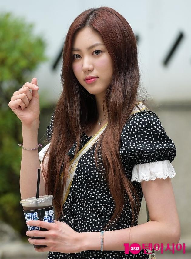 [TEN 포토] CLC 권은빈, '커피와 함께하는 출근길'