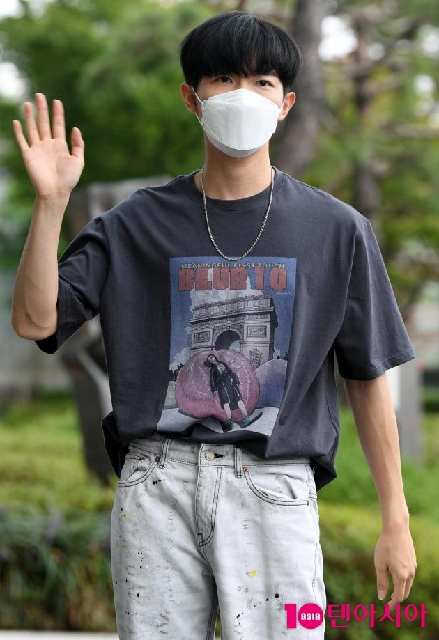 [TEN 포토] 김재환 '손 흔드는 남신'