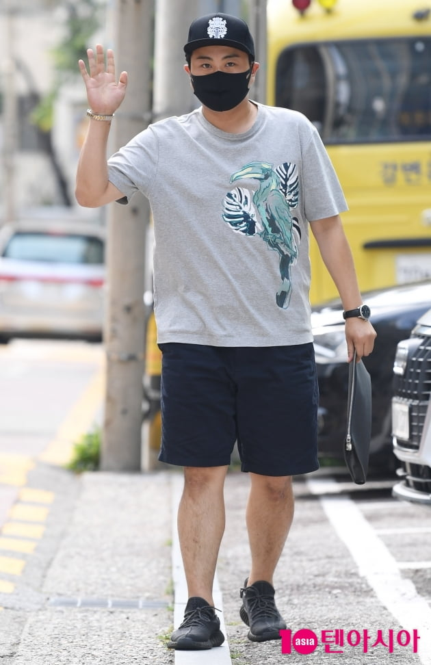 [TEN 포토] 김호중 '폭염에도 열일중'