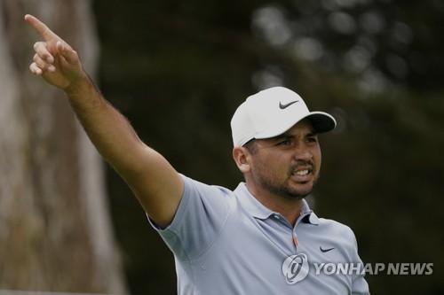 데이, PGA 챔피언십 첫날 선두…우즈는 3타 차 20위권