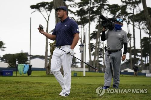 데이·토드 PGA 챔피언십 첫날 공동 1위…우즈는 3타 차 20위(종합)