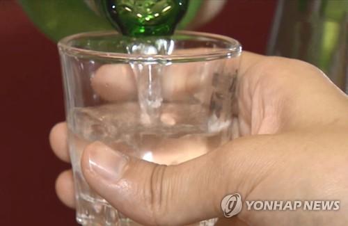 """도 넘은 소주 판촉 """"00소주 없는 술집서 00소주 주문하면 1만원"""""""