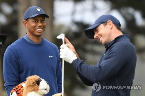 우즈, PGA 챔피언십 첫날 2언더파…매킬로이·토머스에 판정승(종합)