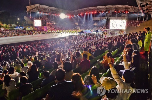 참가팀 줄이고 퍼레이드 취소…원주댄싱카니발 '안전한 축제'