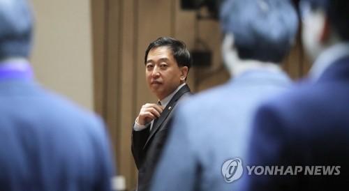 '금태섭 결론' 차일피일…민주, 차기 지도부에 넘기나