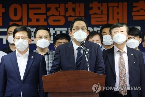 """의협 """"의대정원 증원 등 중단 않으면 14일 총파업"""""""