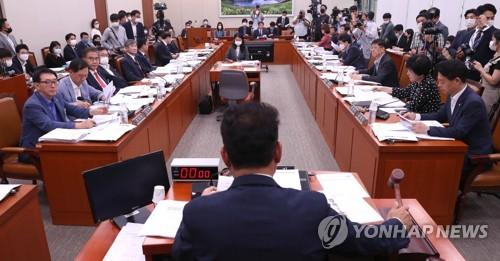 """외통위 대북전단 살포금지법 공방…태영호 """"김여정 주문에 금지""""(종합)"""
