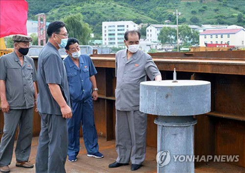 북한 박봉주, 코로나19 방역 위해 물류기지 남포항 점검