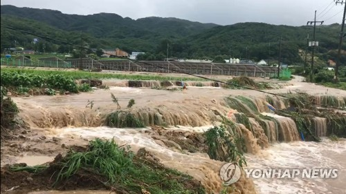"""""""터지고 쏟아지고"""" 500㎜ '물폭탄' 머금은 강원 추가 피해 속출"""