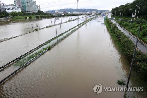 """서울 주요도로 통제에 퇴근길도 정체…""""대중교통 이용하세요"""""""