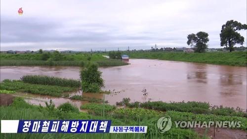 김정은, 황북 수해현장 방문…수재민에 전략식량·물자 풀어(종합2보)