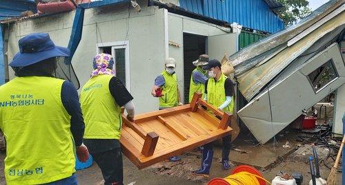 역대급 폭우 피해 함께 이겨내자…전국 각지서 온정의 손길