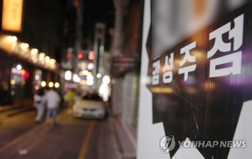 거리두기 2단계 시행 '무색'…광주 구도심은 '불야성'
